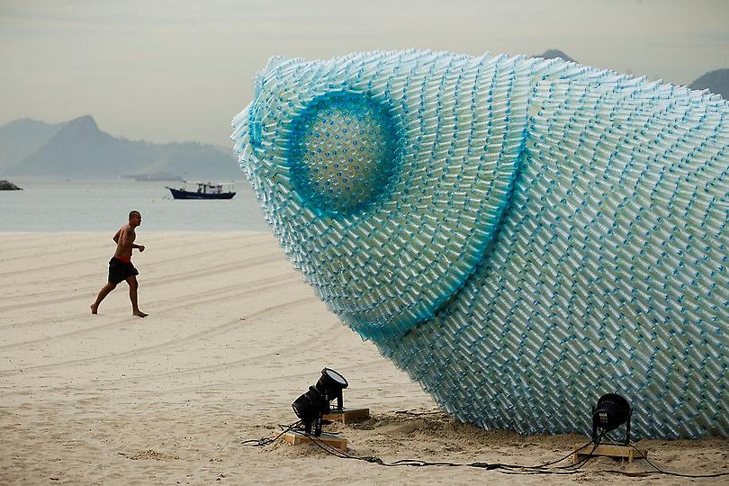 giant-fish-sculpture-rio20-botafogo-beach-brazil-gessato-gblog-1